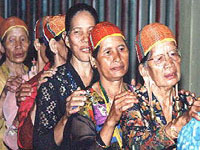 Kelabit women of Ulung Palang.